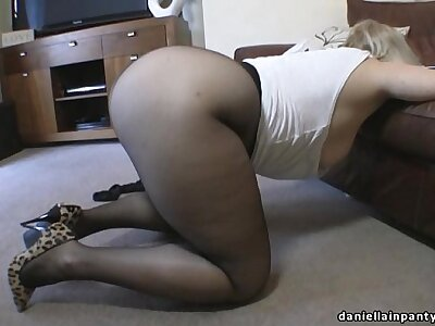 Chunky ass milf in pantyhose & shoelace