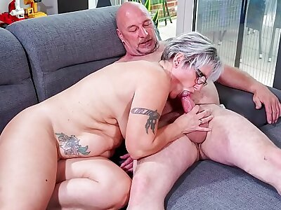 HAUSFRAU FICKEN - Chubby German granny fucks the brush husband not later than full-grown amateur tape